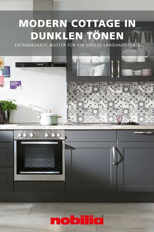 Kuchengestaltung In Modernem Landhausstil In 2020 Landhauskuche Dunkle Kuchen Dunkle Kuche