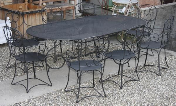 Ensemble De Mobilier De Jardin En Fer Forge Peint Gris Antracite Compose D Une Table Epoque Neuf Iron Table Wrought Iron Table Table And Chairs