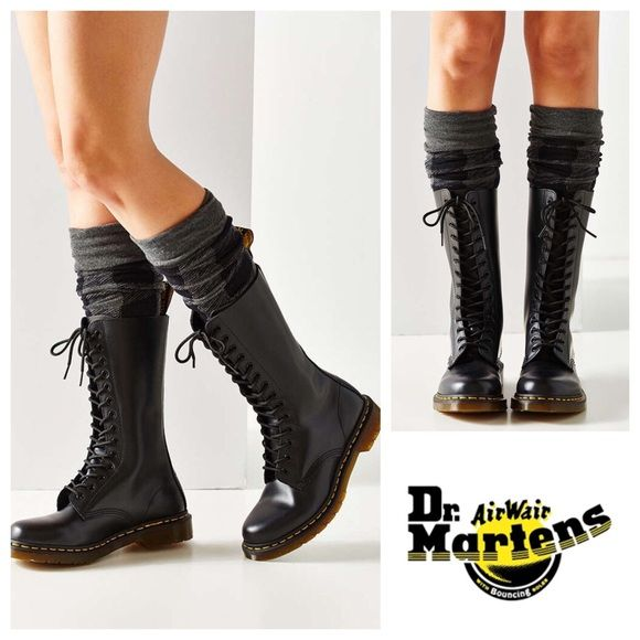 Doc Martens 14-Eyelet 1914 Lace-up Boots Size US 8 Women s in smooth matte  black leather. Great condition!! Very minimal minor scuffing and the  plastic ... a30a6258e