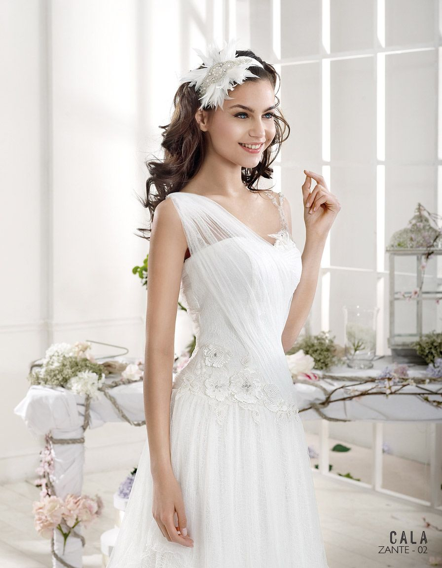 One side strap wedding dress  ZANTE  is CALA New collection by Sara Villaverde