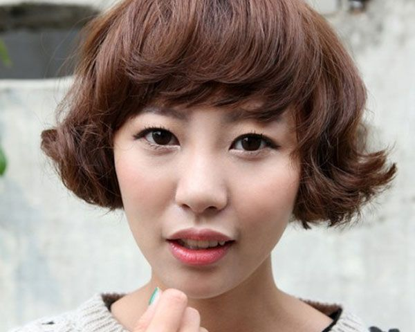 Curly Hair Styles With A Fringe : Angular bangs and wavy bob cut hair with slight curly look makes