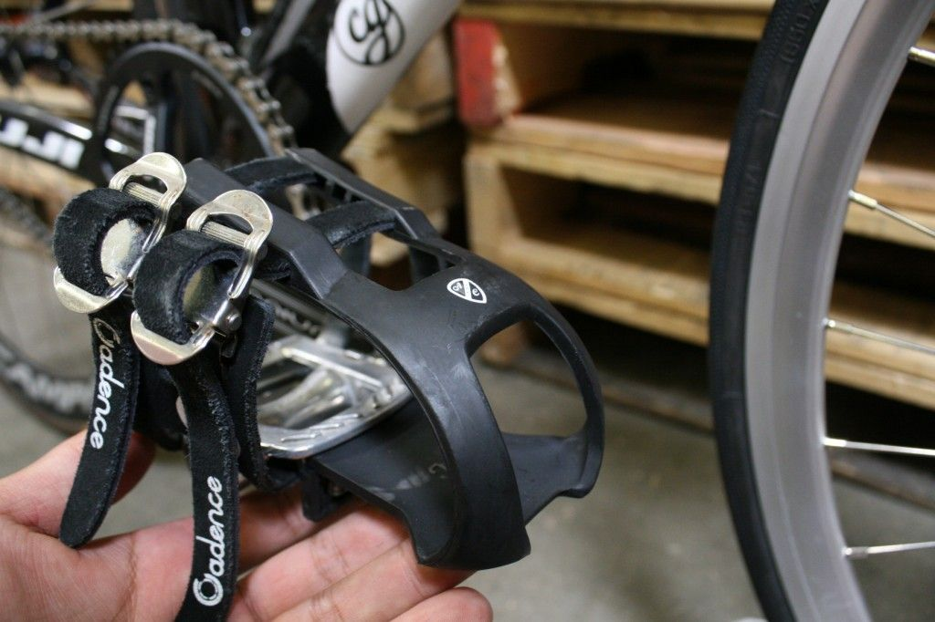 ROAD RACING BIKE PEDALS TOE CLIPS AND STRAPS