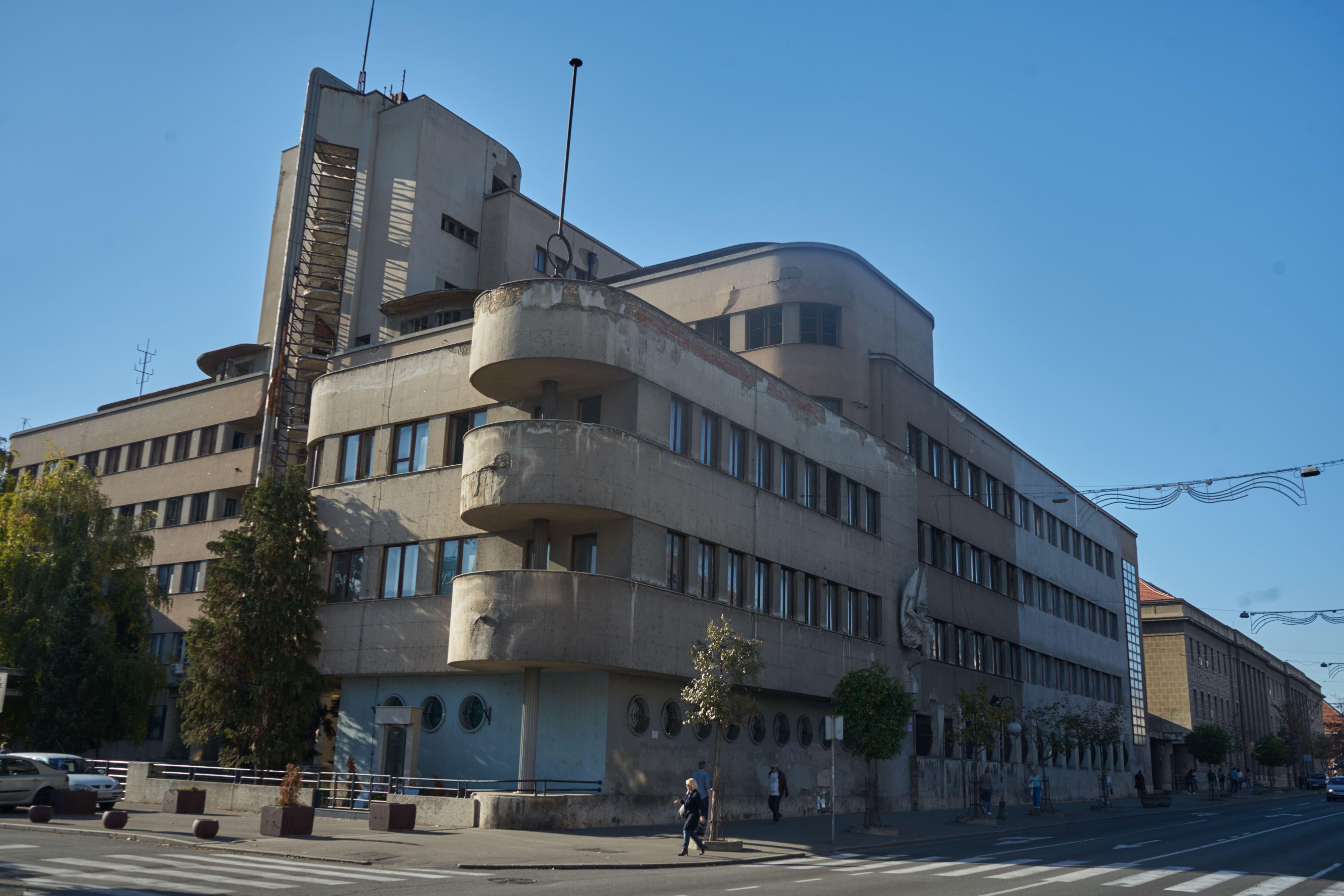 Hauptquartier der luftwaffe zedun gebaut von dragi a - Postmoderne architektur ...
