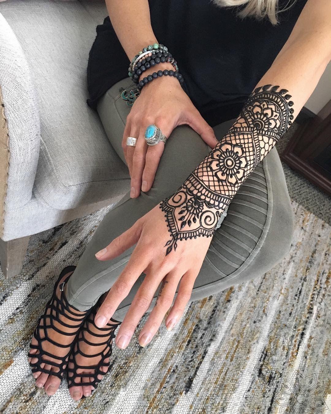 Pin By Shelly Zundell On Halloween Themed Wedding In 2020 Henna Hand Tattoo Henna Modern Henna