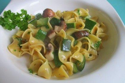 One Pot Pasta mit Zucchini & Champignons