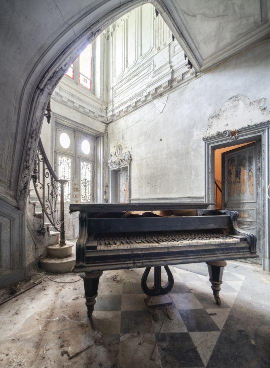 Abandoned Piano 2014 By Romain Bergeot Abandoned Places Abandoned Houses Abandoned