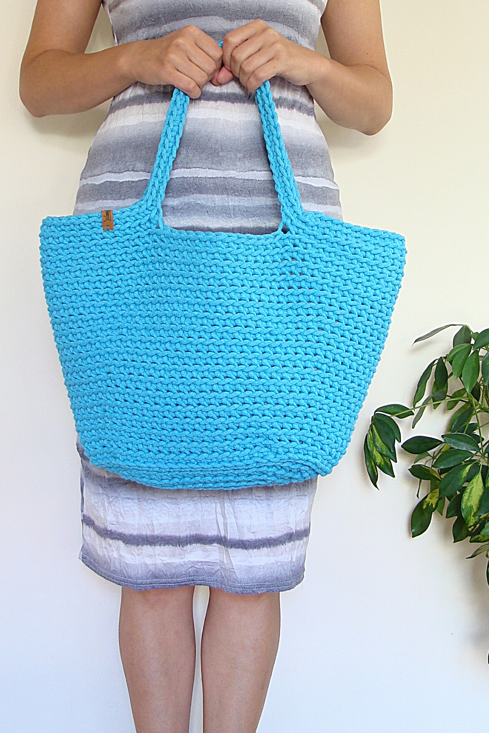 Crochet Tote Bag with Magnetic Closure