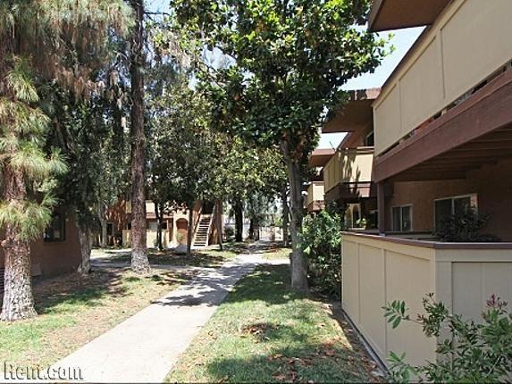 Estancia Apartments 725 North Fig Street Escondido Ca 92025 Rent Com Estancia Apartments For Rent Escondido