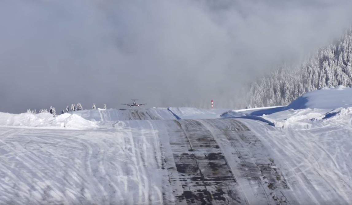 Very Dangerous Landing at Courchevel http//www