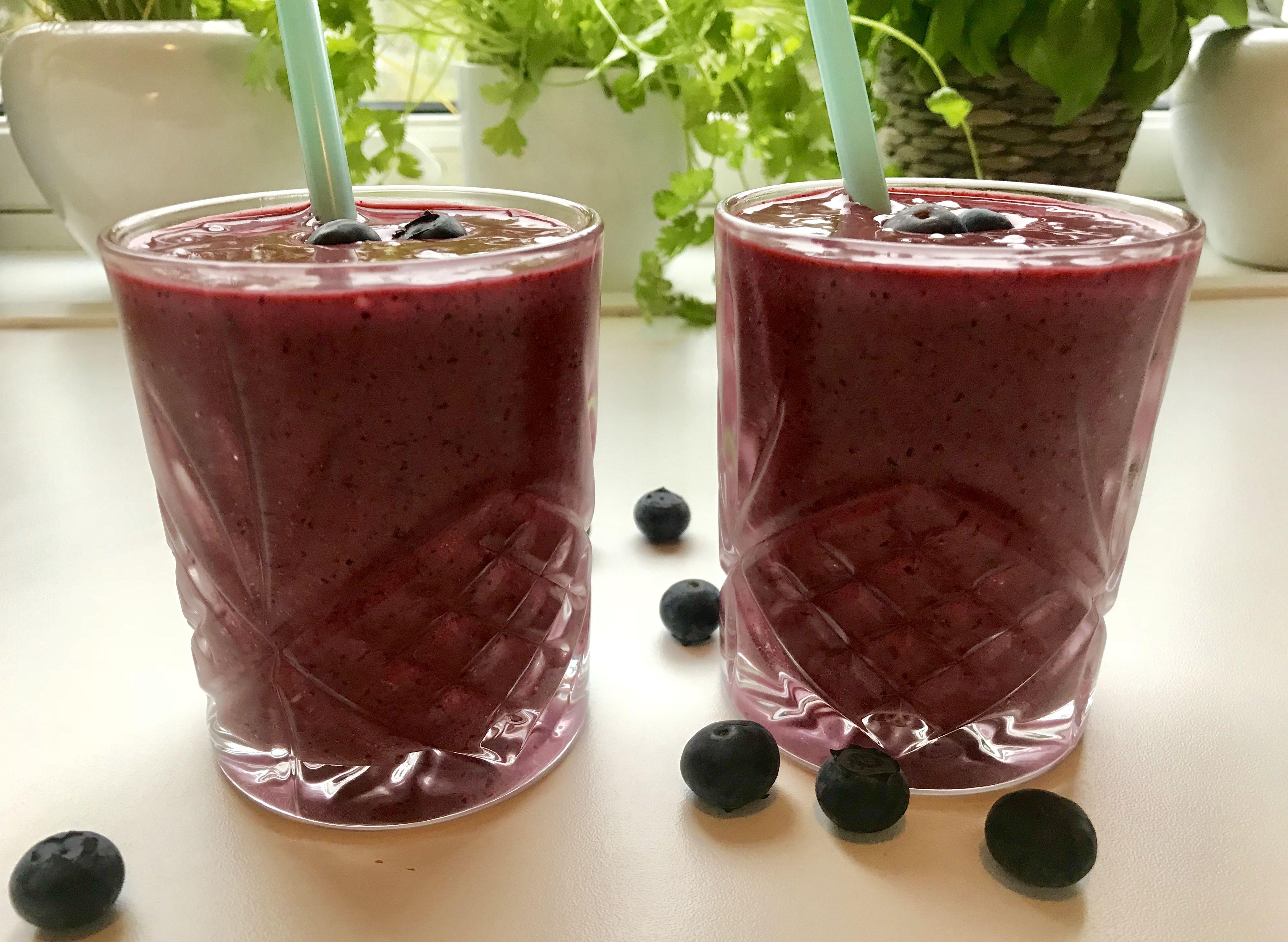smoothie med jordbær og blåbær