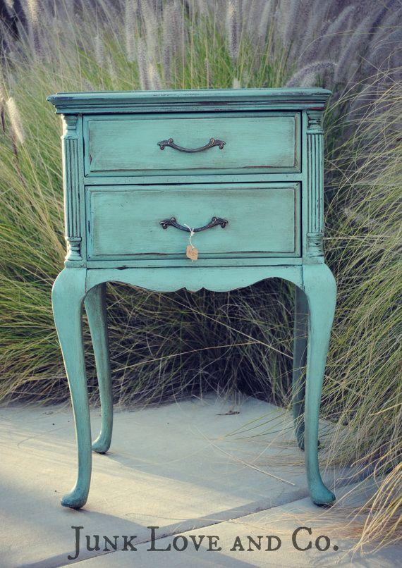 RESERVADO para Kimberly Vintage azul lado mesa por JunkLoveandCo