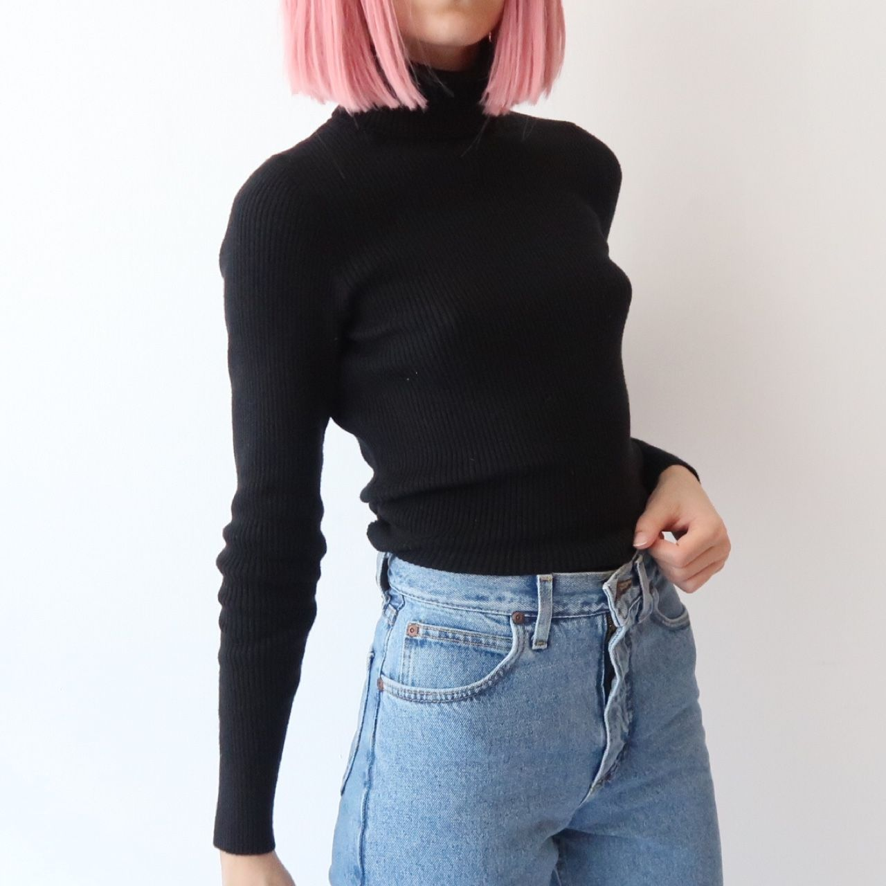 🚬🍷 Vintage ribbed turtleneck roll neck jumper 🍷🚬 size 8 stretchy. In great vintage condition, no flaws. Instant buy is on! ✨