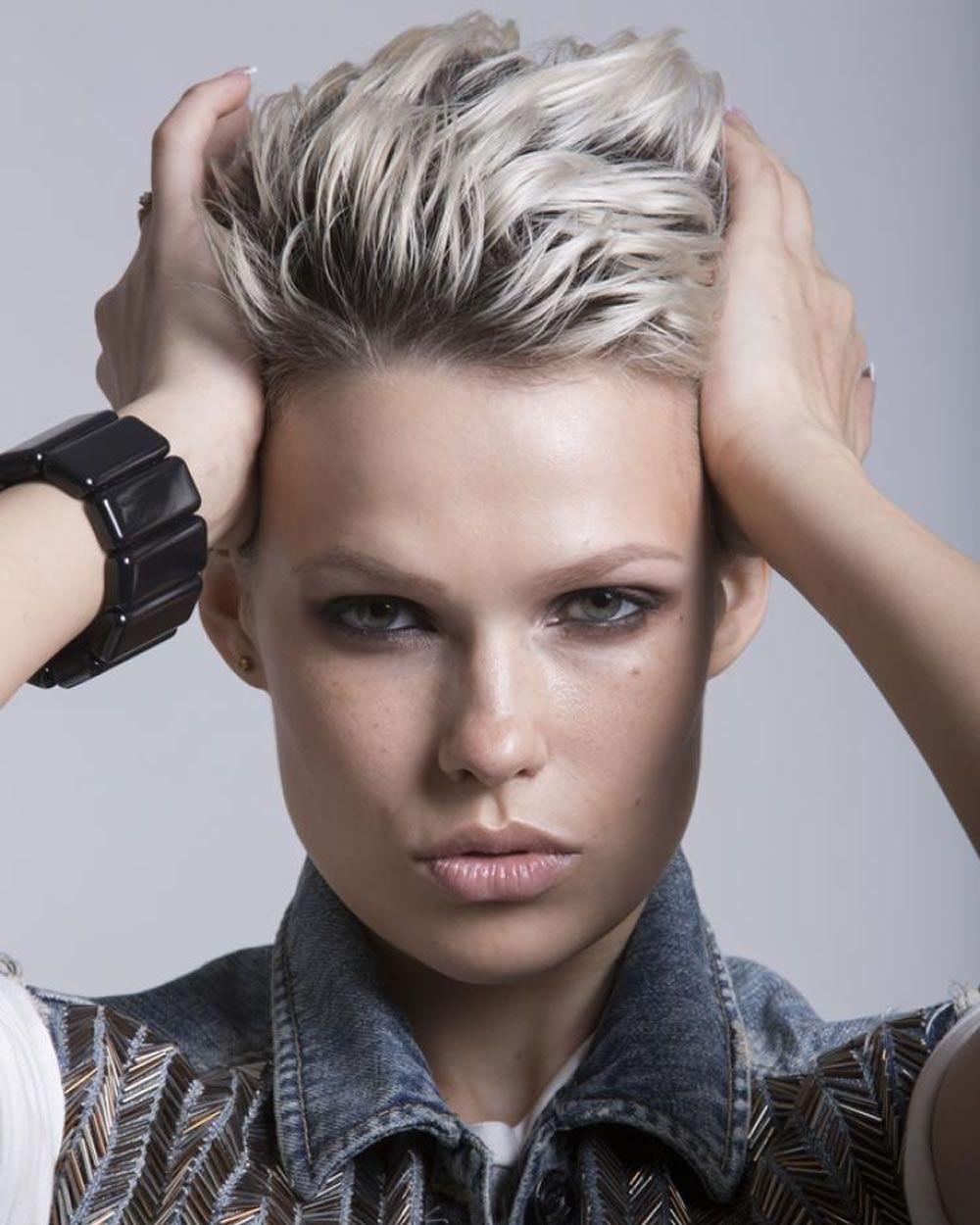 Kurzer pixiehaarschnitt frisuren und haarfarbe ideen hair