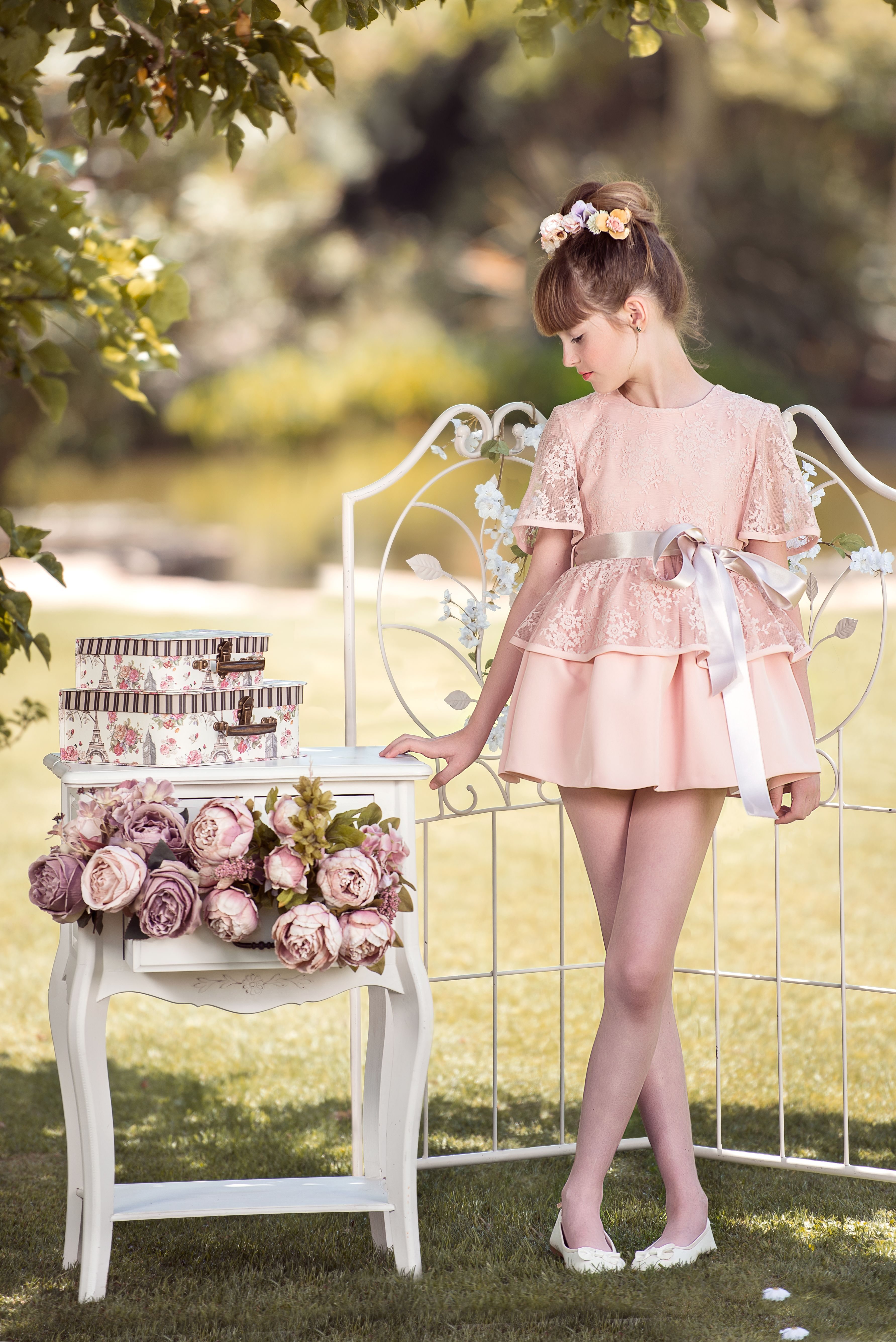 bf7dbbeaf Vestido de niña para ceremonia rosa con encaje floral rosa con preciosa  caída