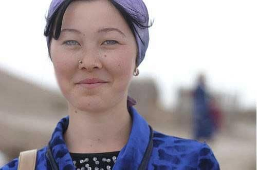 Young woman with blue eyes from Turkmenistan - source:http://pastmists.wordpress.com/