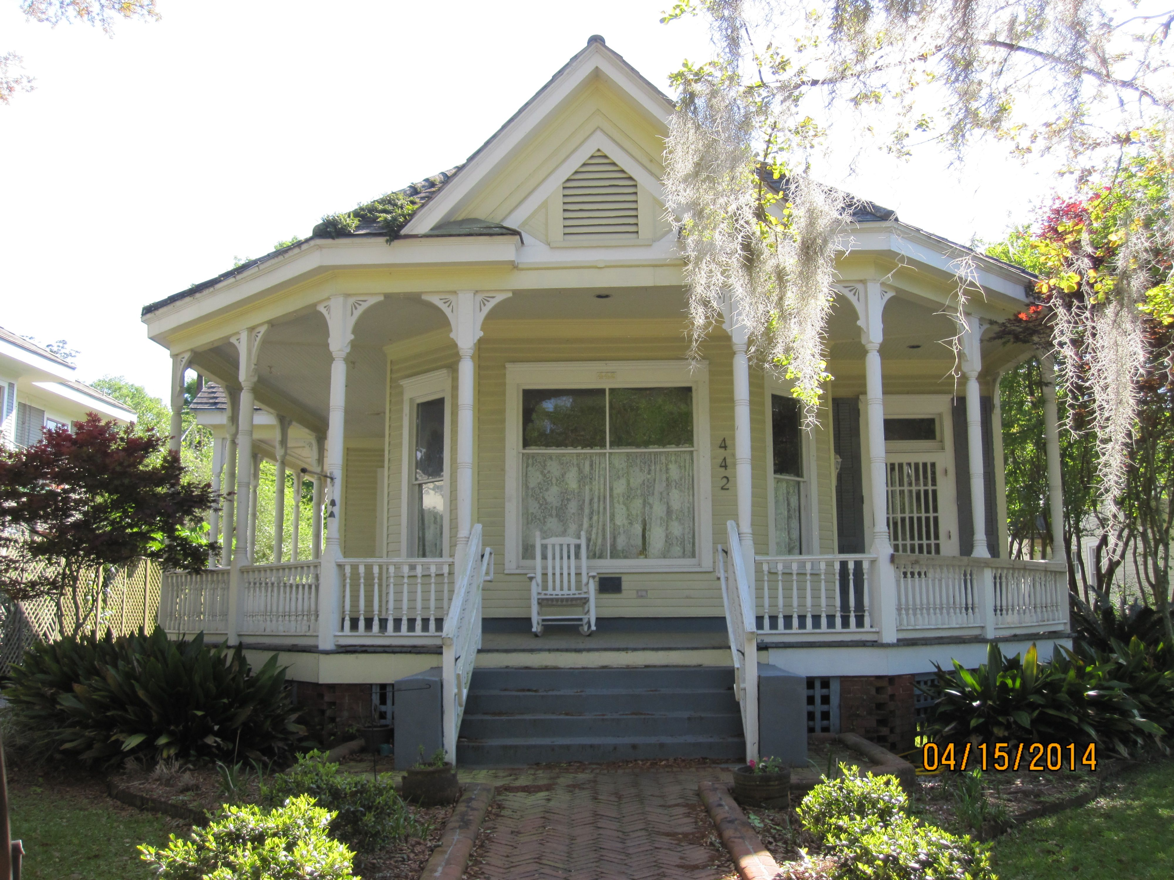 New Iberia Louisiana This Little House In On The Main