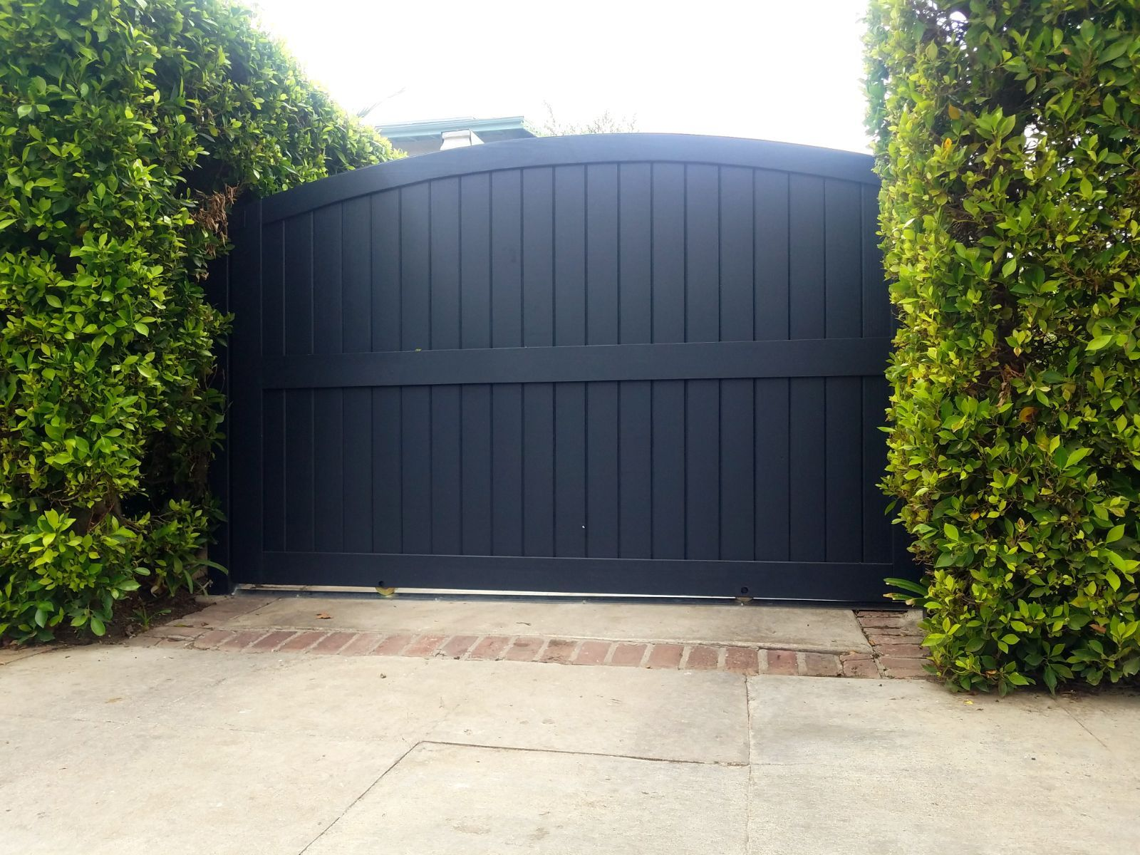Arched Top Automatic Slide Entry Driveway Security Gates In Black Perfect Garage Doors Gates In In 2020 Driveway Security Gates House Gate Design Security Gates