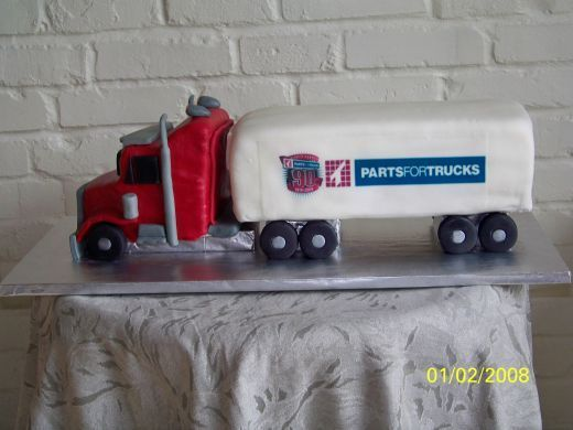 wwwpinterestTRACKTOR AND TRAILER CAKES 3D tractor trailer truck