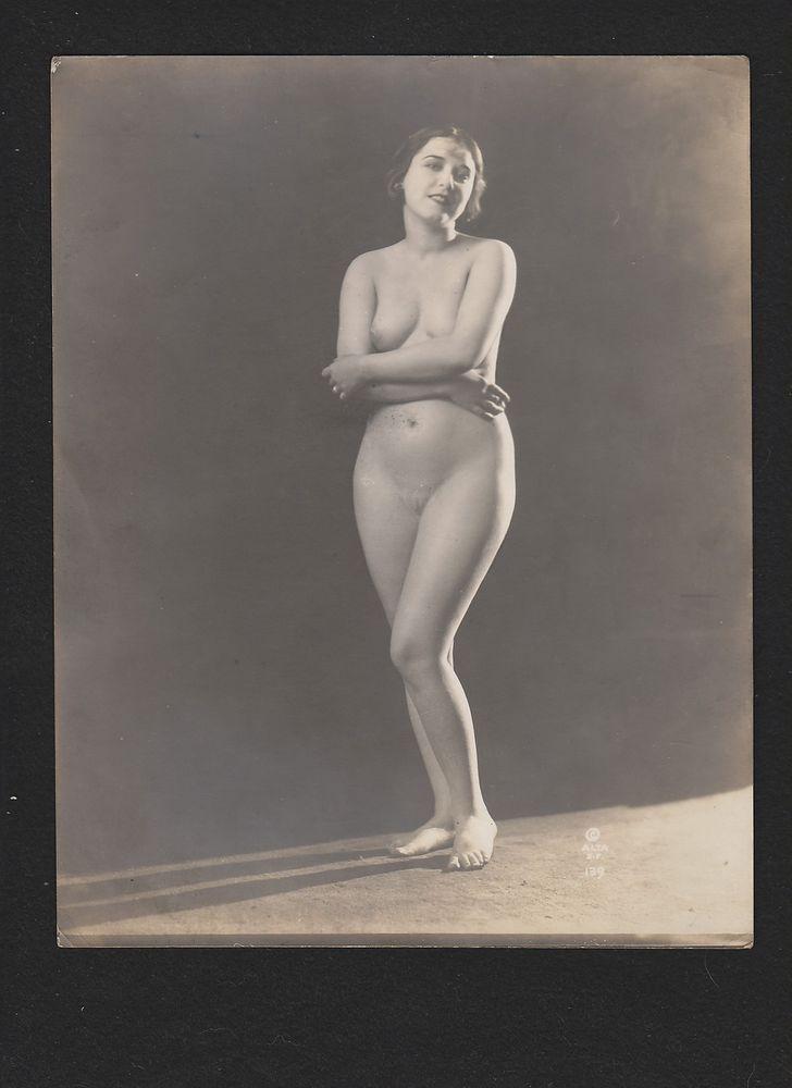 Laura La Plante Risque Nude Sephia photo 1920's Alta Studios Xan Stark #139  | Xan Stark | Nude, Studio, Erotic art
