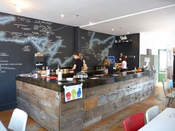 Interiorismo y decoraci n de bares y restaurantes paredes - Decoracion de pub ...