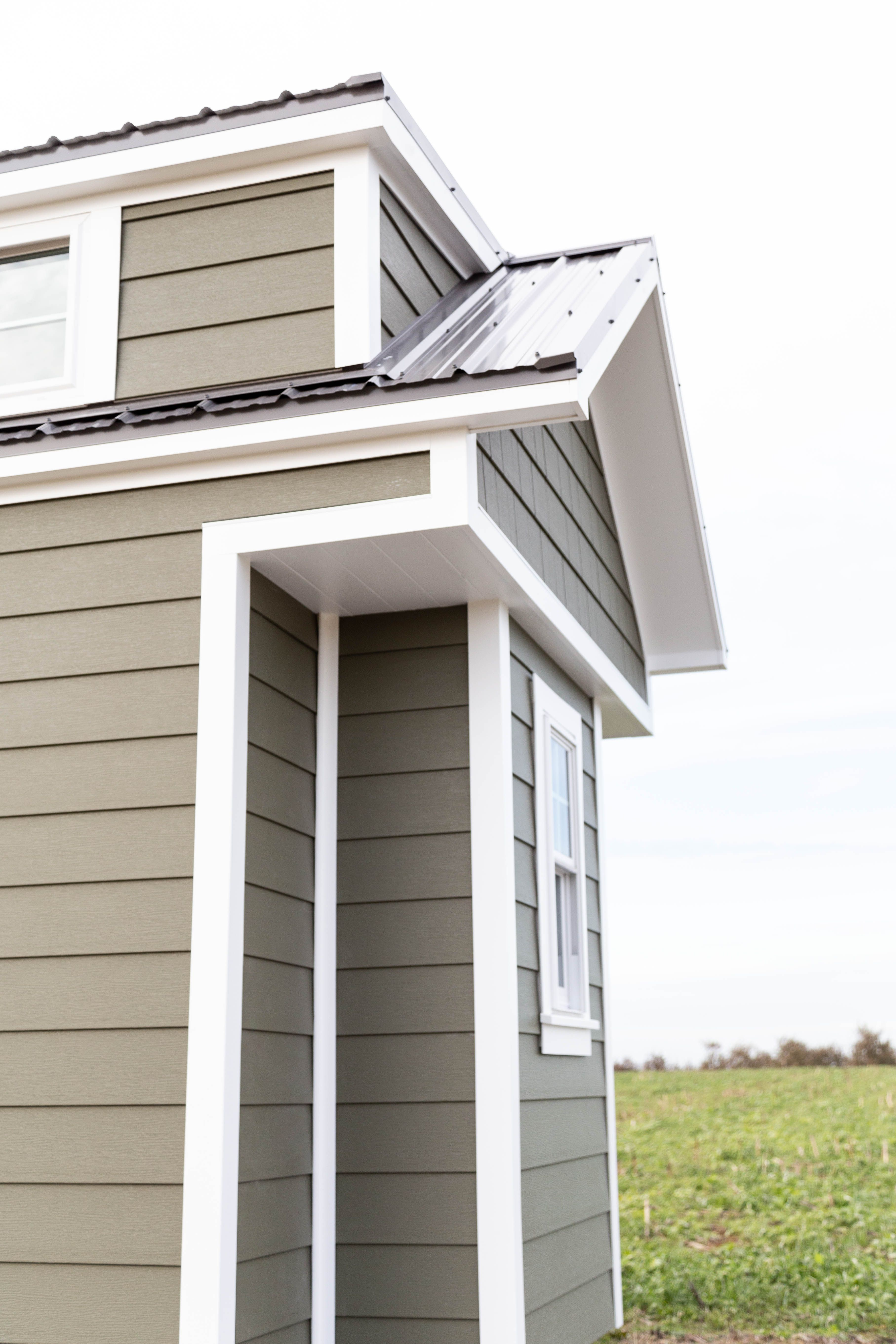 The Craftsman Celect Siding In 2020 Tiny Houses For Sale Craftsman Tiny House