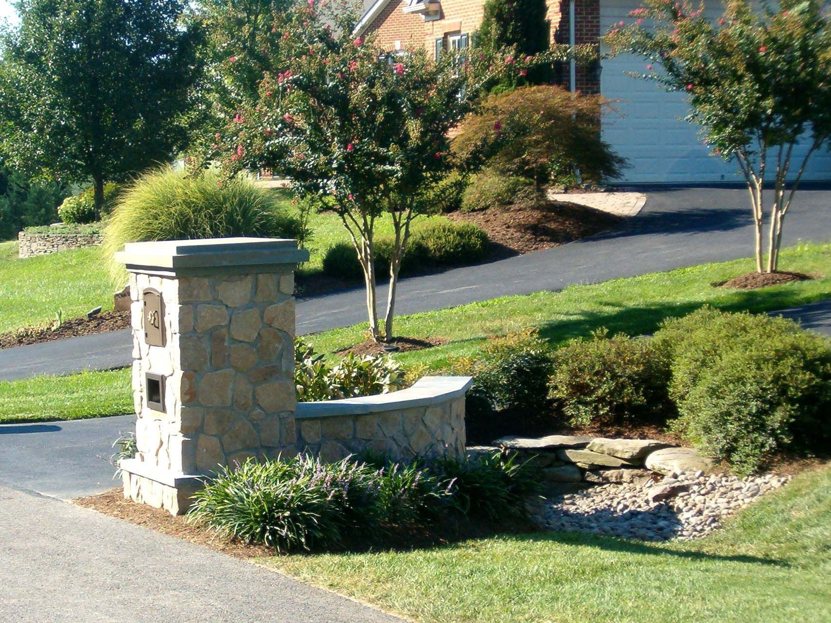 pictures of driveway entrances landscaping stone. Black Bedroom Furniture Sets. Home Design Ideas