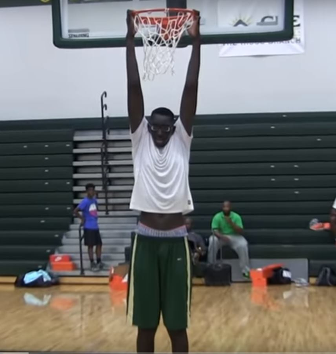 Tacko Fall Can Dunk On His Tip Toes Standing Reach 10 Foot 2 Inches Tacko Fall C Ucf Height 7 5 1 4 W O Shoes 7 7 W Sh Jugadores De Baloncesto Baloncesto