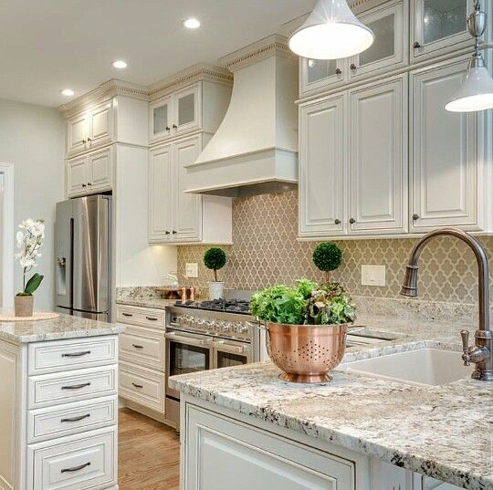 That Arabesque Backsplash Is Gorgeous Beautiful Kitchen Cabinets Kitchen Remodel Kitchen Design