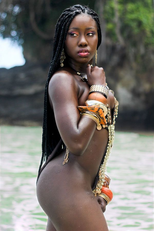 Sexy large nude african woman