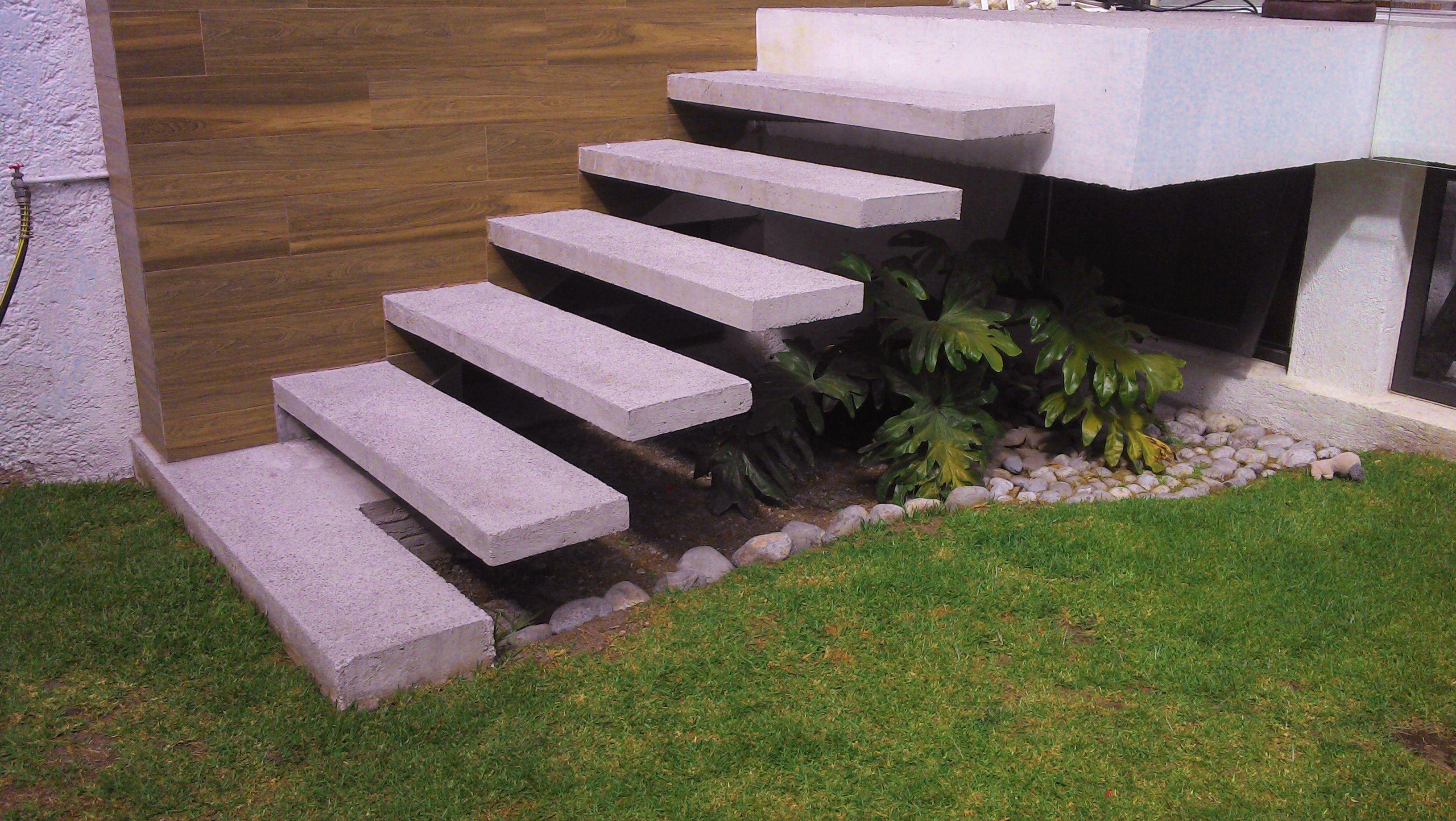 Detalle de la escalera volada de concreto reforzado for Detalle escalera volada