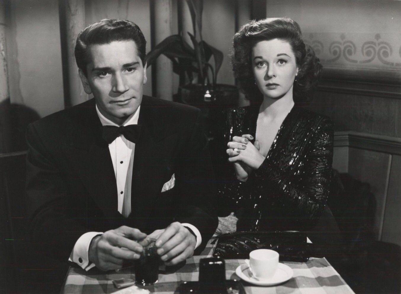 Richard Conte And Susan Hayward In House Of Strangers Susan Hayward Film Noir Movie