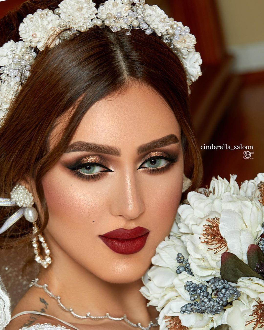الجلسه بمكياج الجميله Salon Dar Alkhaleej الشعر Vida Beauty Hairstylist وكيكتي Taraneh Zamani الفستان الفخم Alsahria Beautiful Face Simple Makeup Beautiful