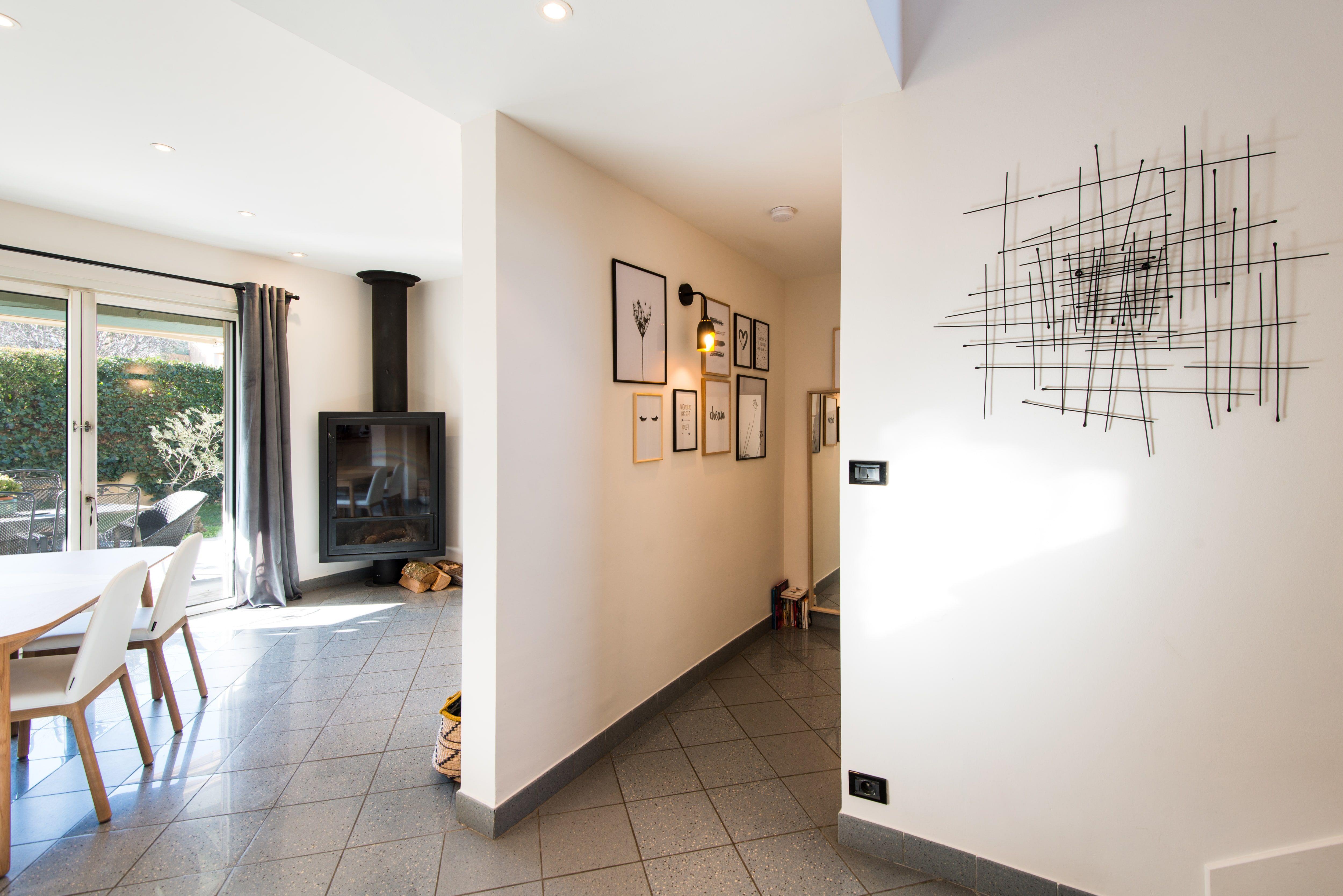 Décoration villa gardoise, Les Angles, vue de l\'entrée Réalisation ...