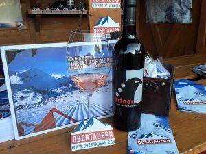 Auch mit flüssigen Köstlichkeiten werden die Messebesucher auf den diversen Veranstaltungen verwöhnt. #Obertauern #messen #schnee #wein