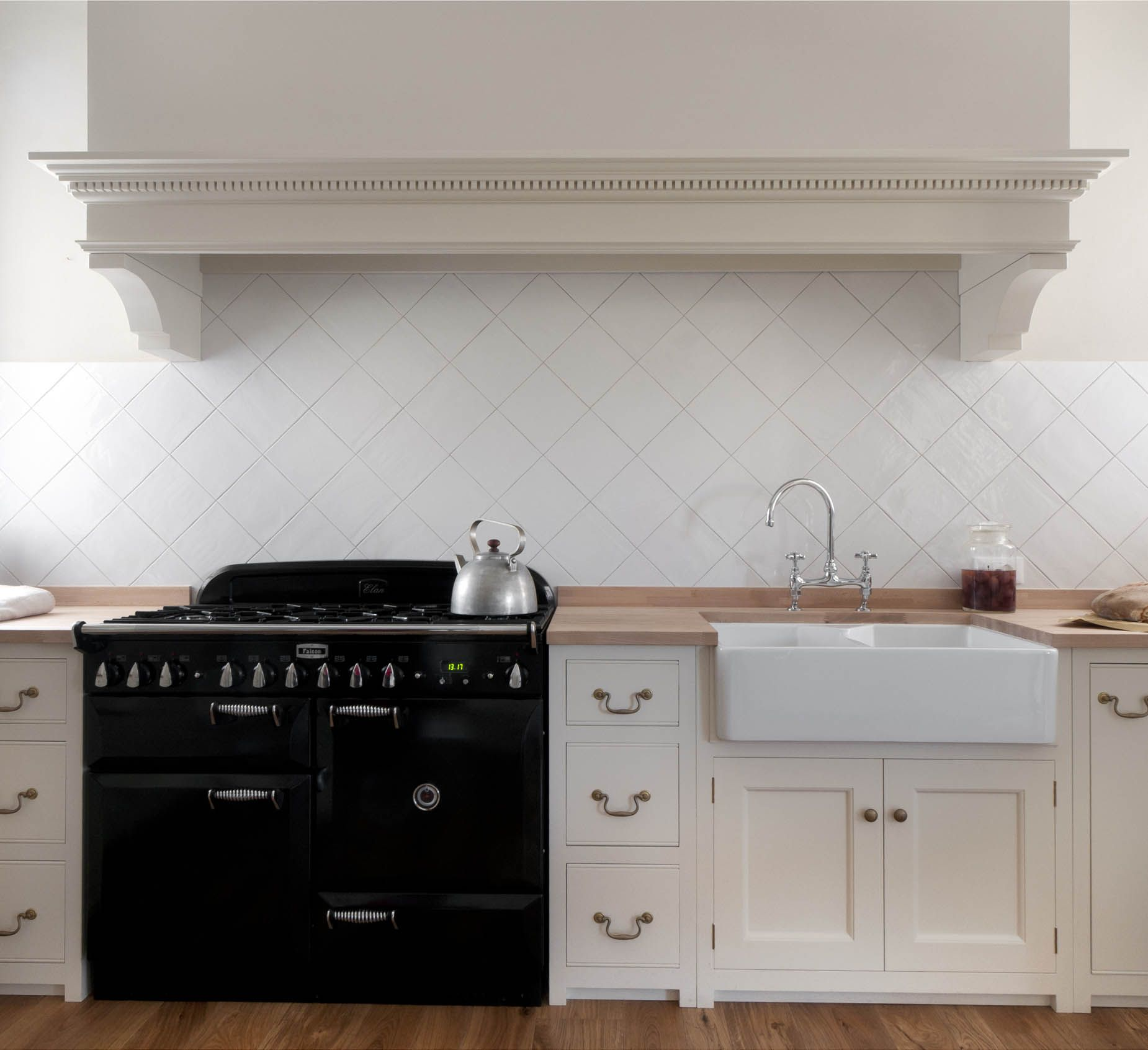 Monticello Kitchen by Homewood Bespoke: la classica cucina in stile ...