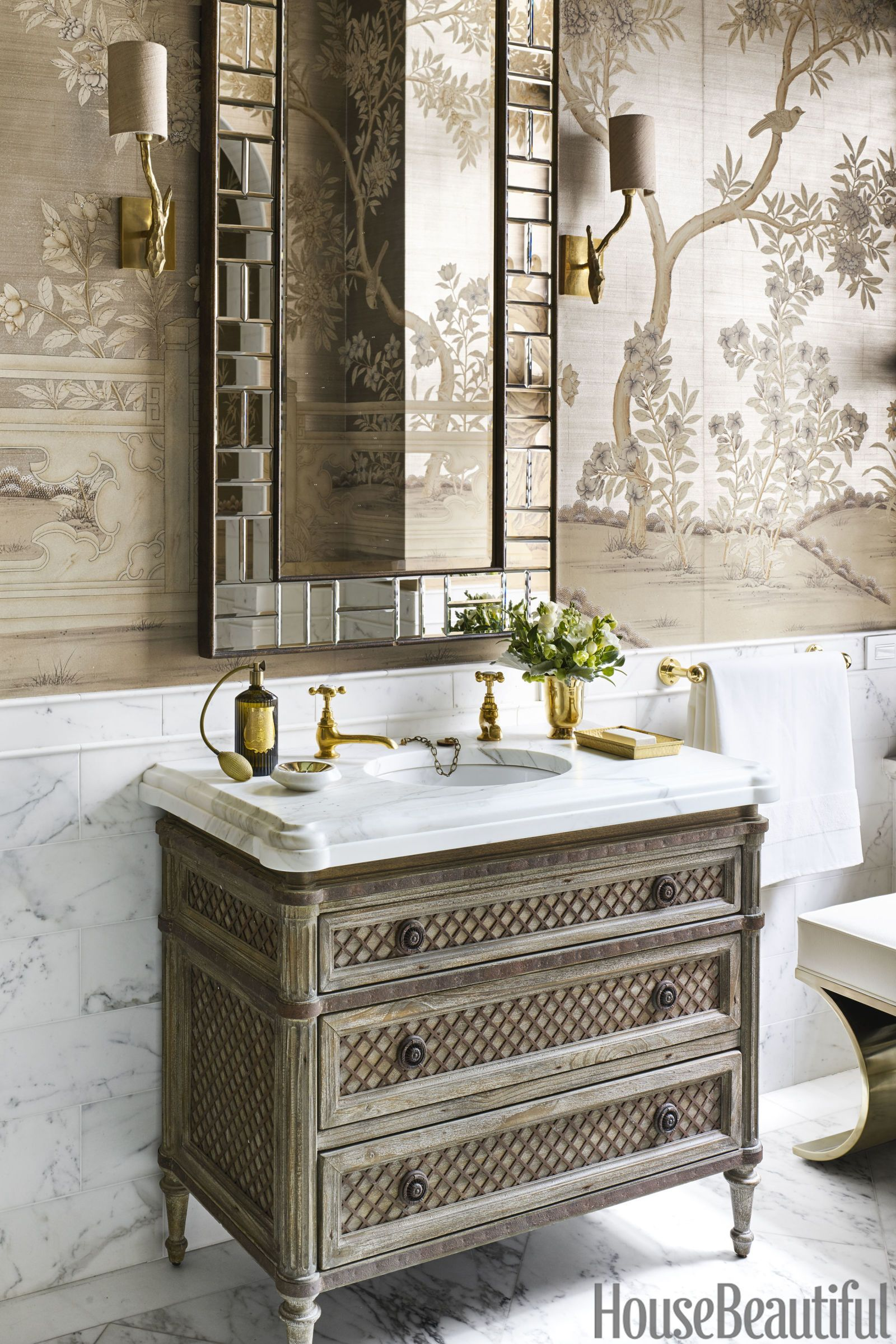 Step Inside This Gigantic Manhattan Bathroom