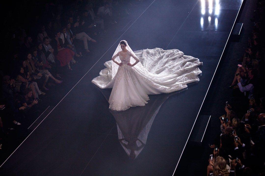 Breathtaking wedding dress with amazing train