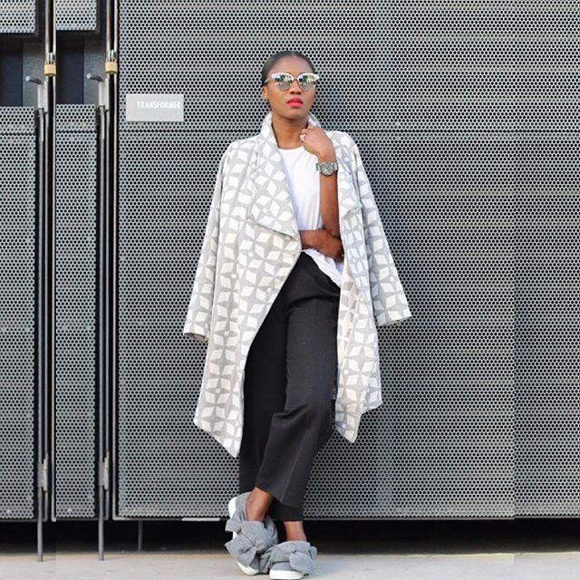 Pin for Later: Das ist der Must-Have Schuh des Frühjahrs ‒ Victoria Beckham & Rihanna sind bereits große Fans! Sneakers mit Schleife/Knoten von Joshua Sanders