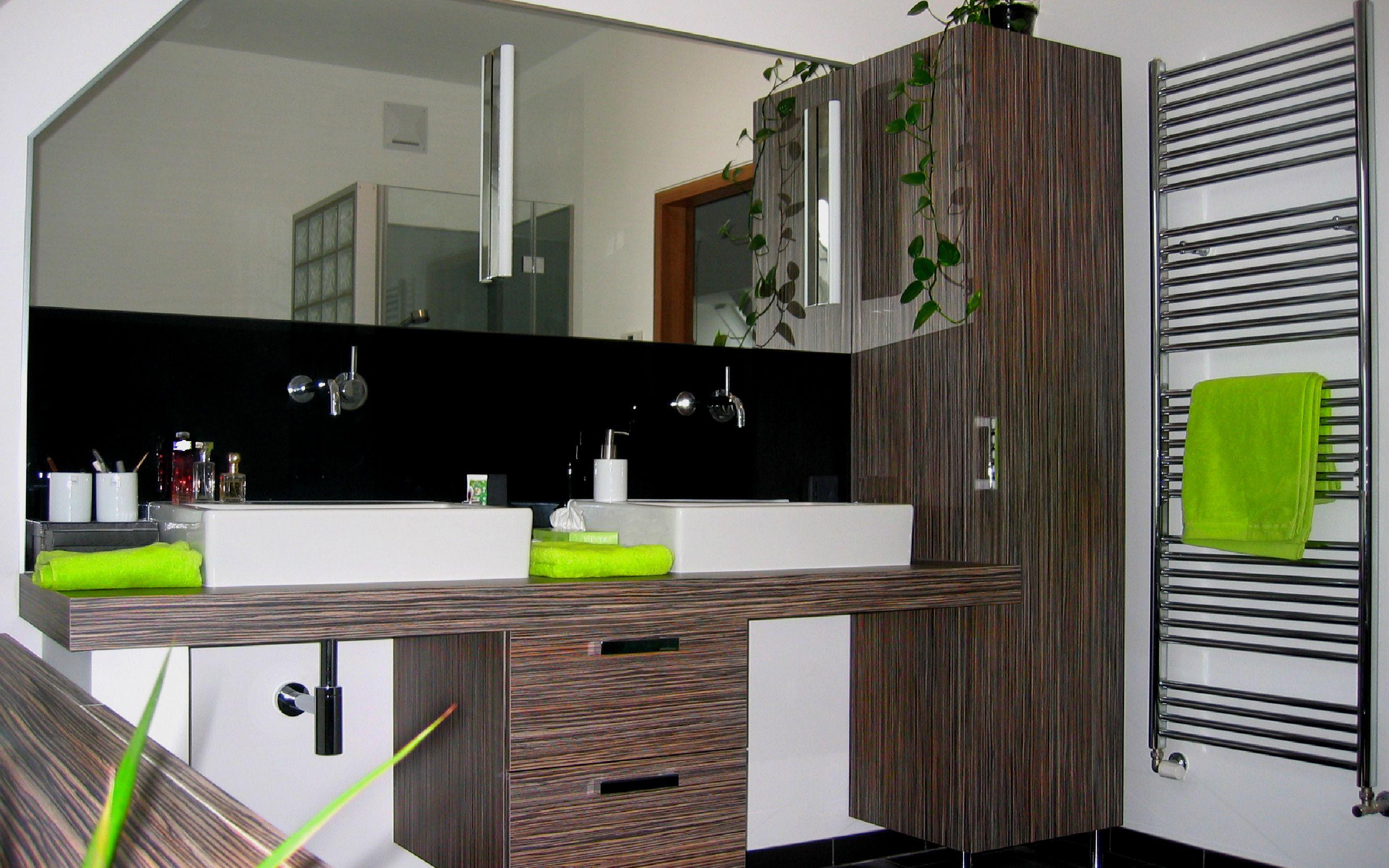 Rückwand Badezimmer ~ Glasdusche. badezimmer rückwand bestehend aus spiegel und schwarzem