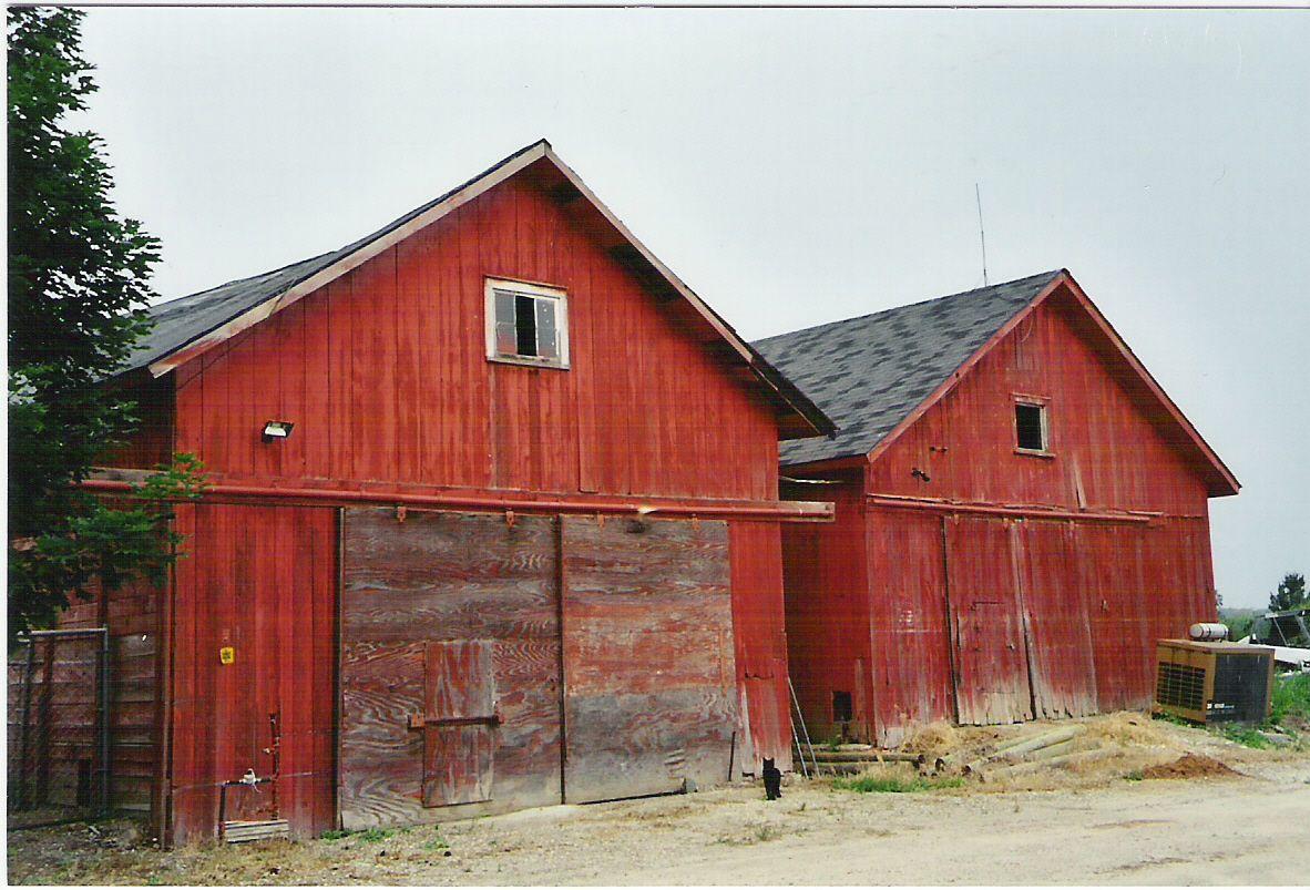 Michigan barn | Farm barn, Architecture, Old barns