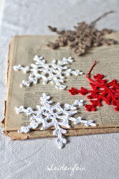 Häkeln, Schneeflocken, Anleitung, Tutorial, Adventskalender, Blogkalender, free pattern, Kostenlose Häkelanleitung, crochet, crochet snowflake, star snowflake, crocheting, handmade, anleitung, häkelanleitung, häkeln für weihnachten, Weihnachtsdeko, handarbeiten, seidenfein, christmas decoration, homemade christmasdecoration #crochetelements