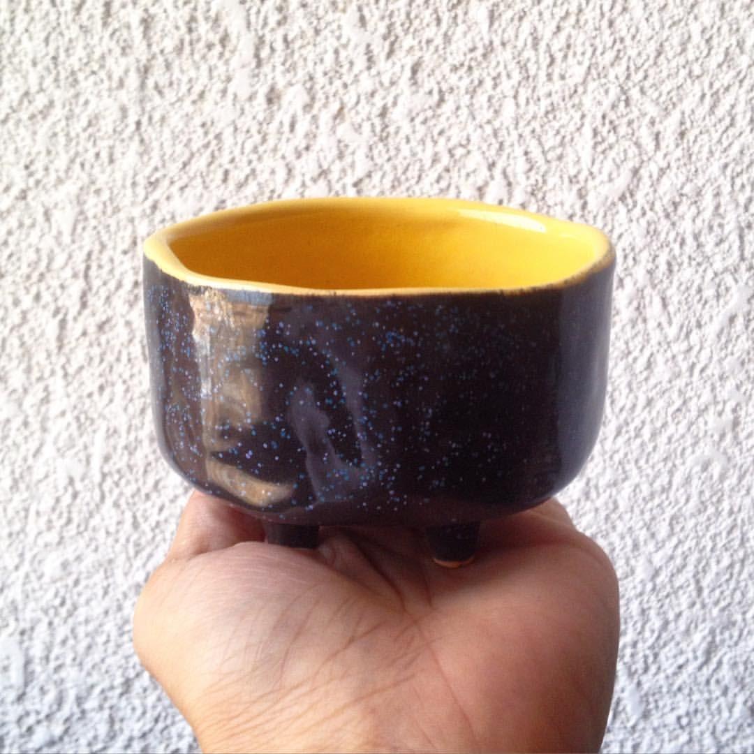 Cuando haces lo que amas, y lo haces con el corazón no tienes  que trabajar ni un solo día! ❤️ #sunday #funday #black #yellow #speckle #sparkle #negro #amarillo #ceramics #infopotpotmr01 #gustico
