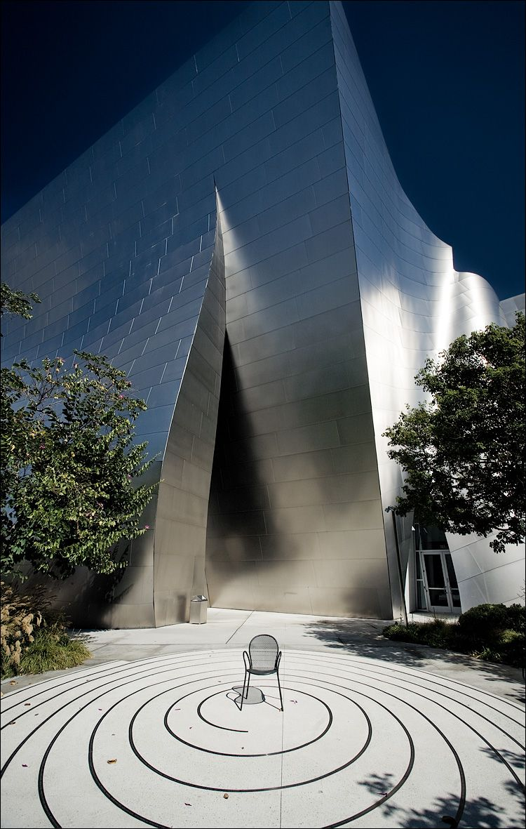 Walt Disney Concert Hall, Los Angeles, U.S.A. - Frank Owen Gehry