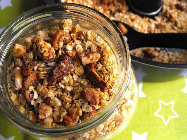 Granola com figos secos e nozes na Actifry Express - http://gostinhos.com/granola-com-figos-secos-e-nozes-na-actifry-express/