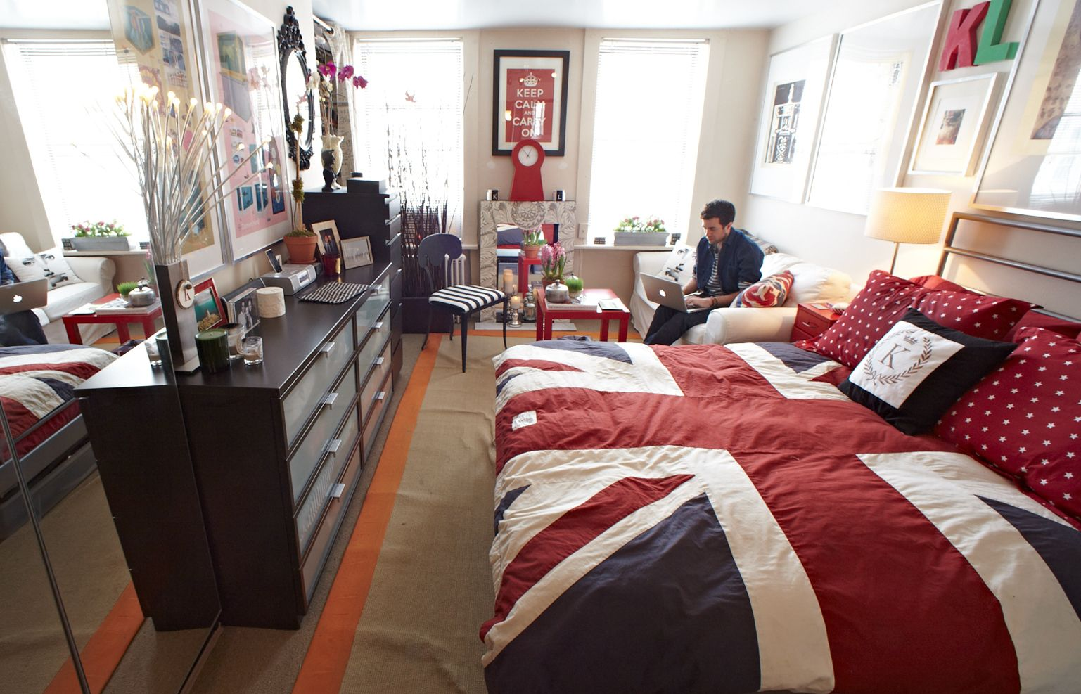 Kristian laliberteus studio apartment in manhattan new york colour