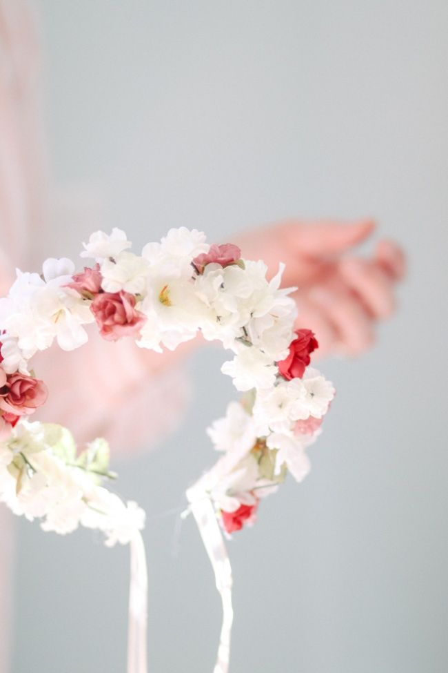 a06fcd046fe 12 DIY Flower Crowns to Make