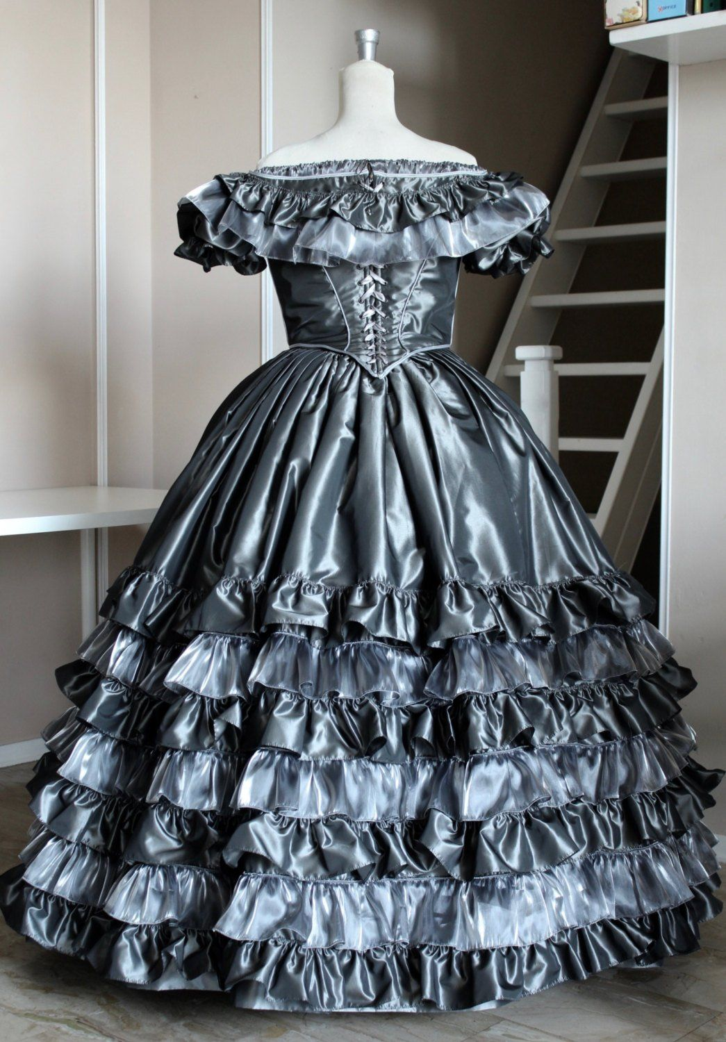 Victorian Ball Gown In Grey Taffeta And Organza Silver 1860 Ball Gown Model Annalisa Ball Gowns Victorian Ball Gowns Victorian Ball Gown [ 1500 x 1045 Pixel ]