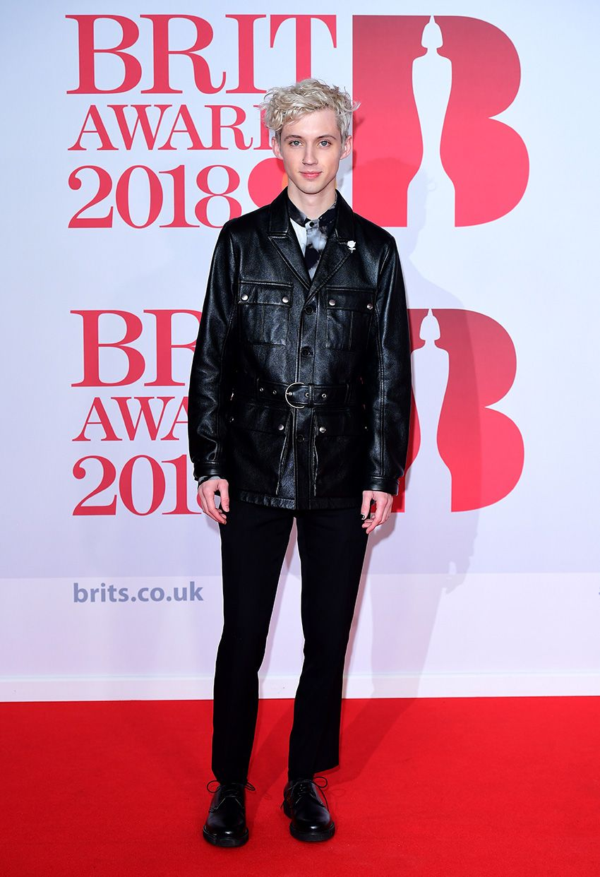 All The Celebrities Who Wore White Roses At The 2018 Brit Awards Troye Sivan From Instyle Com Brit Awards Troye Sivan Brit