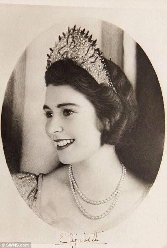 Queen Elizabeth II when she was an 18-year-old Princess. https://t.co/nnu1UEIaTJ