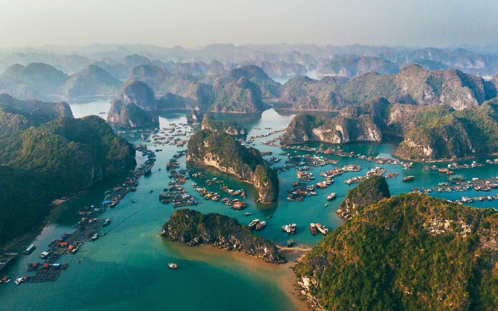 Stunning Coastal Helicopter Tours to Take Around the World